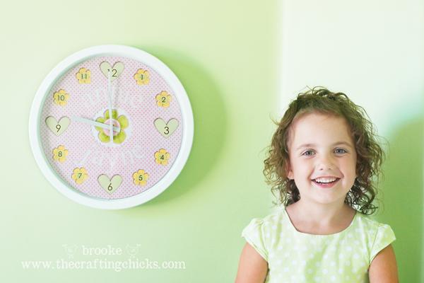 annie-with-personalized-decorative-clock