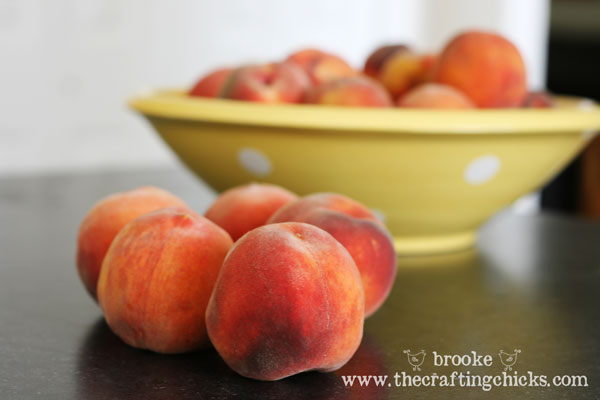 bowl-of-fresh-peaches