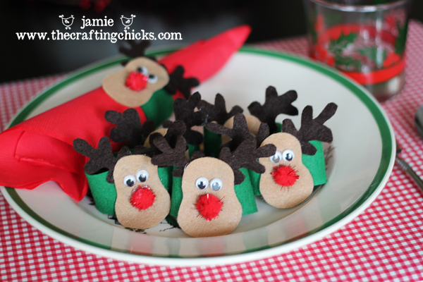 Felt Christmas Reindeer Patterns http://thecraftingchicks.com/2010/12/christmas-morning-breakfast.html