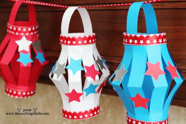 Paper Lanterns, 4th of July Style. This is a fun Kid's Craft for your upcoming 4th of July Festivities. And a great way to keep the kids busy.