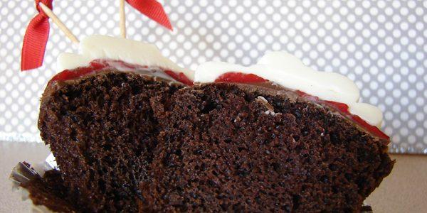 Frozen Strawberry Chocolate Cheesecake Cupcakes