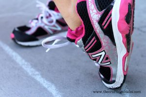 New-Balance-girls-pink-side
