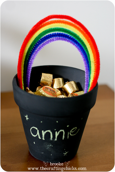 Simple St. Patrick's Day Craft - Mini Pot of Gold
