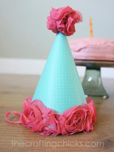 Party Hat Tutorial. This is so easy she even has the free template you'll need!