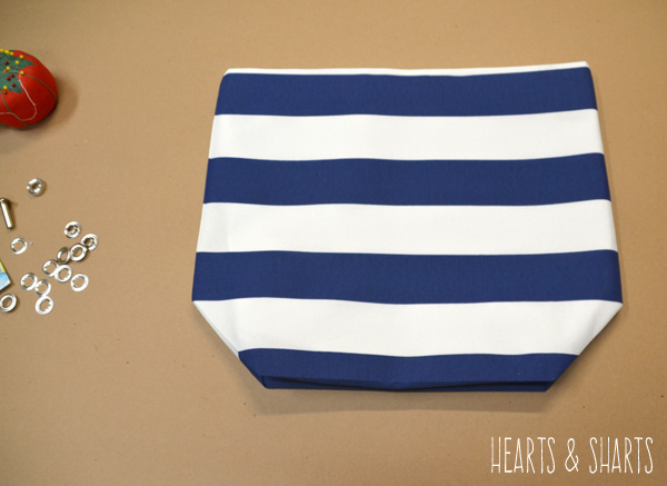 diy-totebag-stripes-grommets-Hearts-And-Sharts-for-The-Crafting-Chicks