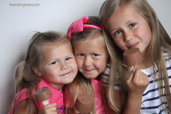 girls-oreo-popsicles