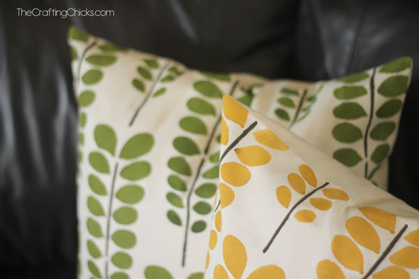 How-to-Paint-your-own-toss-pillows