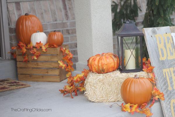pumpkins-on-a-fall-porch