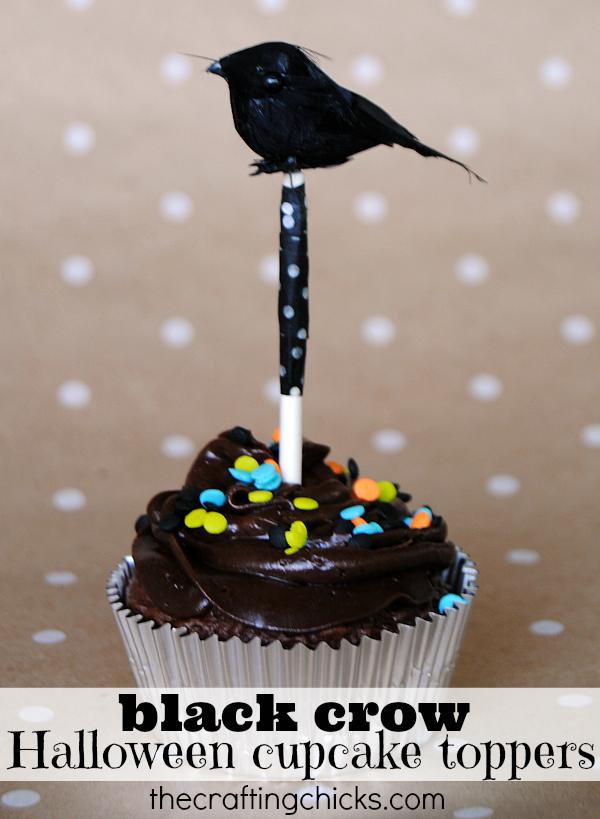 Spooky DIY black crow Halloween cupcake toppers!