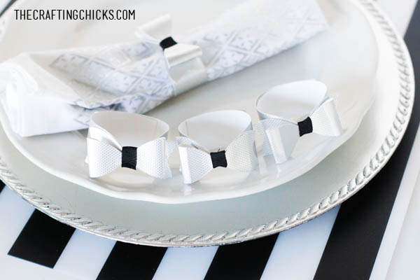 DIY Metallic Bow Napkin Rings | Holiday Table Setting