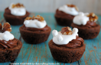 Rocky Road Brownie Bites! Take the chocolate, marshmallow and walnuts in rocky road ice cream and pile them on soft chewy brownie bites for brownie bliss!