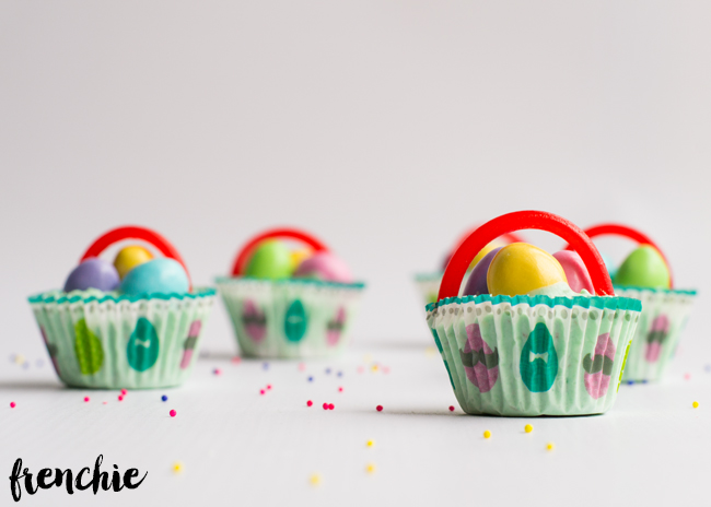 Make these delicious and homemade Easter chocolate baskets for the upcoming holiday! Such a fun tradition to start and so easy that little hands can can help in the process.