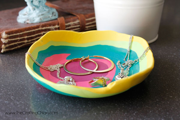how-to-use-a-DIY-Jewlery-Dish
