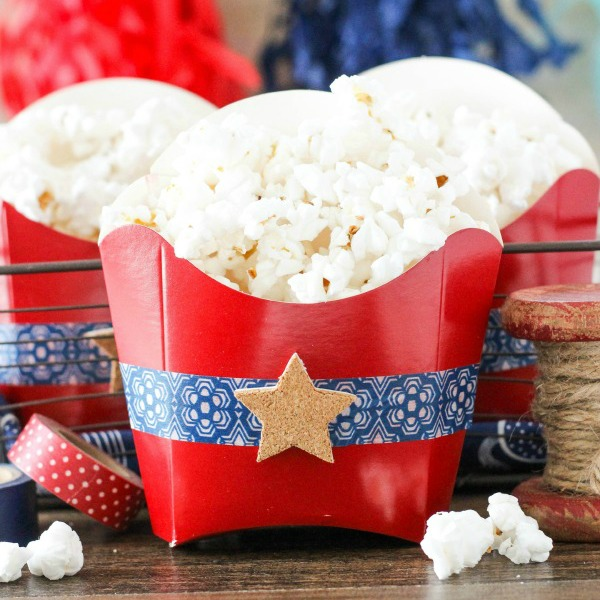 Patriotic Popcorn Favors - featured image on www.thecraftingchicks.com