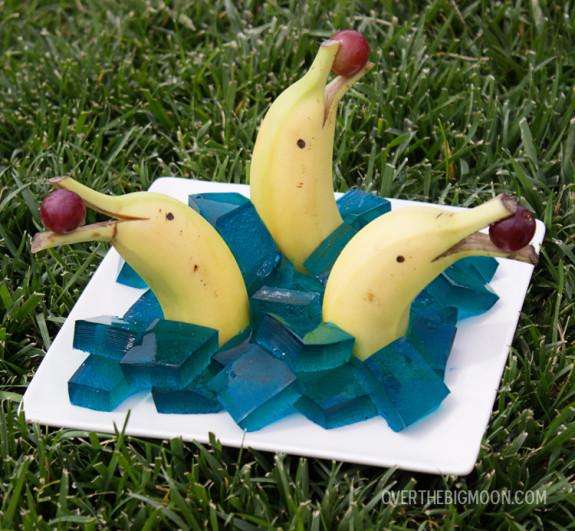 bananna-dolphins3-575x531