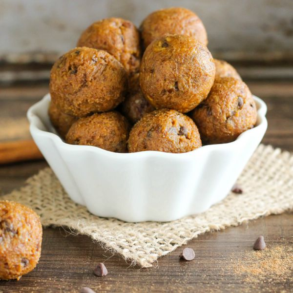featured image - pumpkin chocolate chip energy  bites