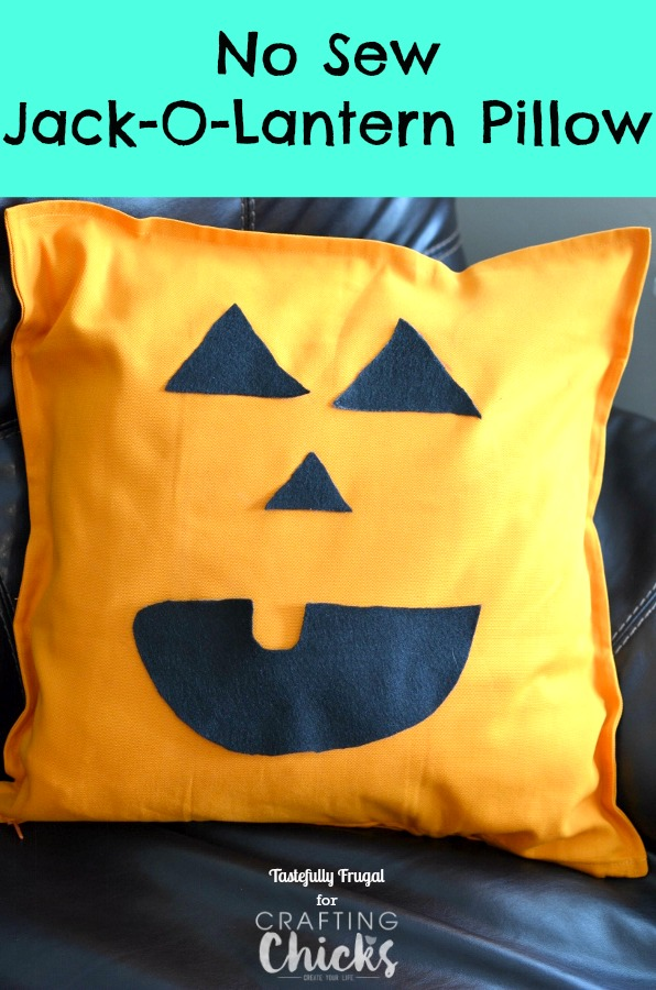 No Sew Jack-O-Lantern PIllow | The Crafting Chicks