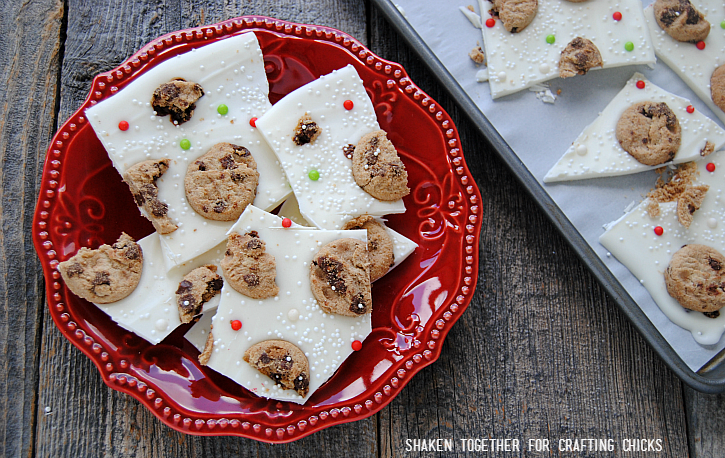 Santa will put you on his nice list when you leave these easy, no bake Milk & Cookies Bark for him on Christmas Eve!