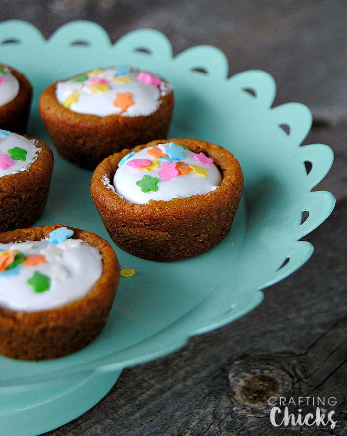 Super easy, super adorable 2 ingredient Fluffernutter Cookie Cups!