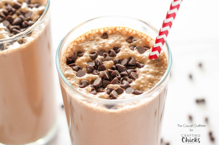 Chocolate Peanut Butter Smoothie is a delicious and healthier breakfast smoothie made with creamy peanut butter and cocoa powder.