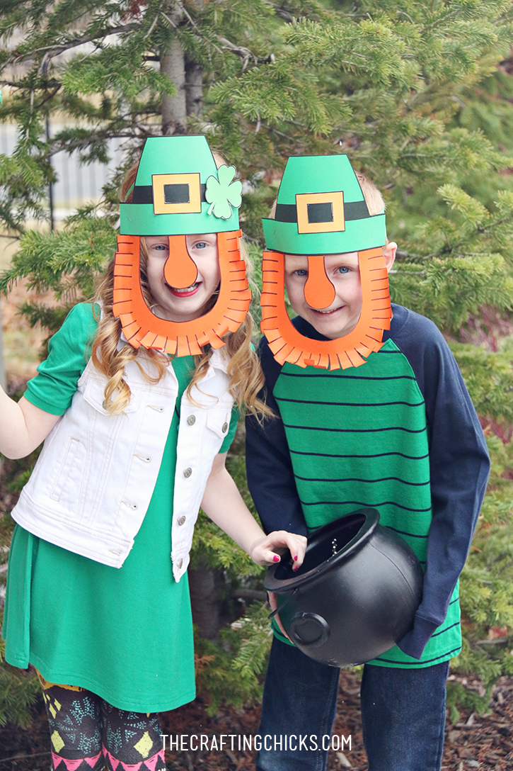 DIY Leprechaun Mask Printable - A fun activity for a St. Patrick's Day class party!