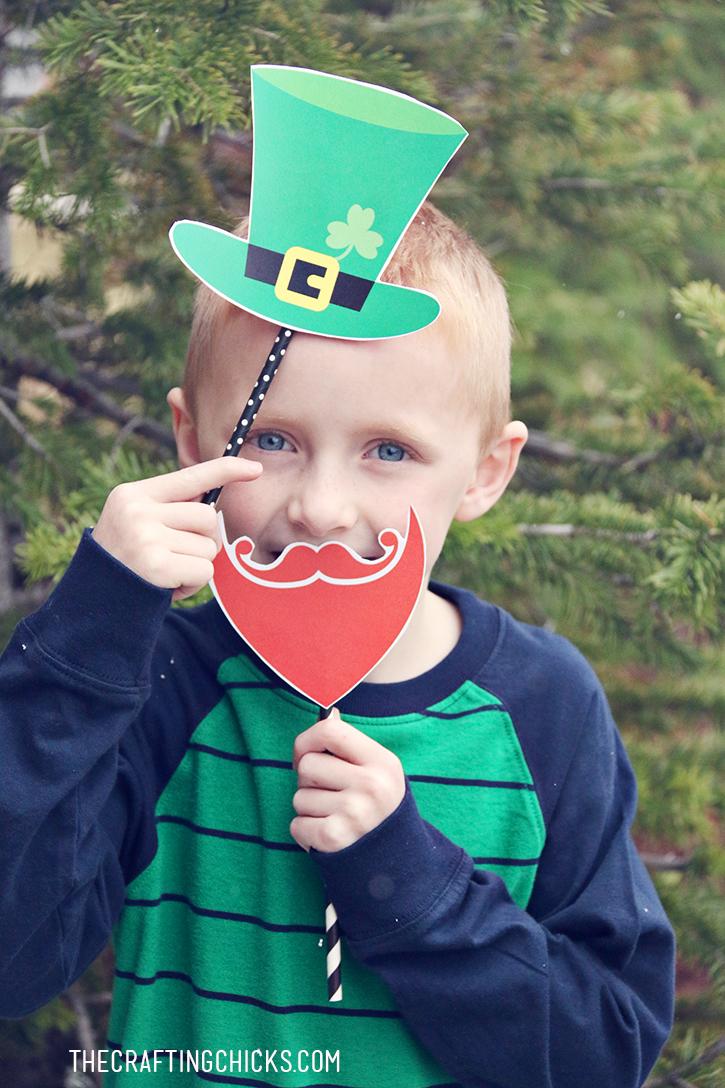 DIY Leprechaun Photo Props Printables - A simple St. Patrick's Day party activity!