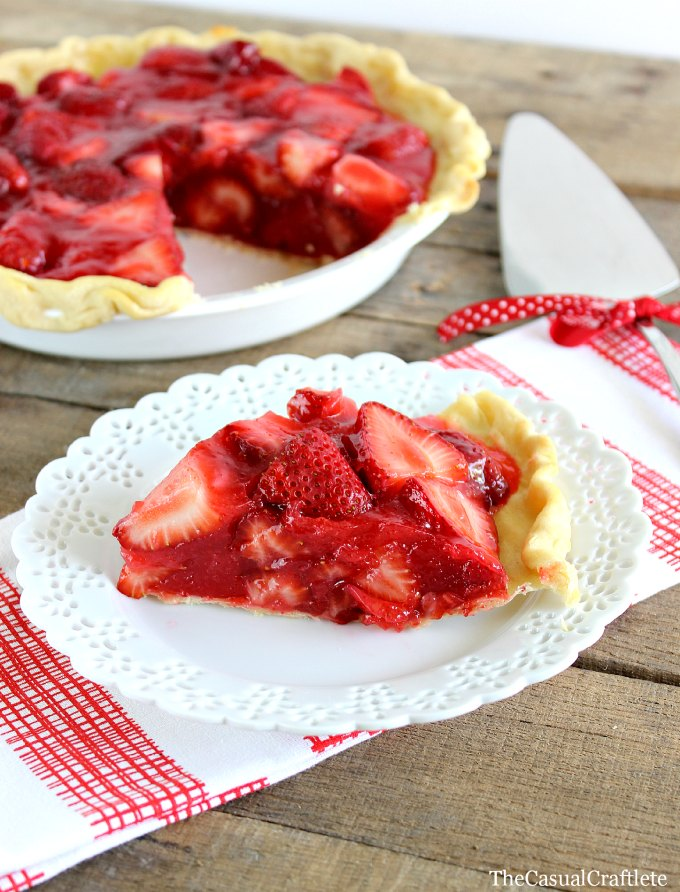 Classic-Strawberry-Pie-www.thecasualcraftlete.com_