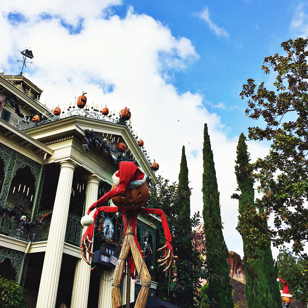 Disneyland-Halloween-Time-Haunted-Mansion-Holiday