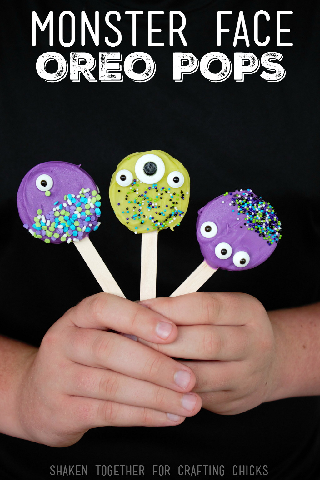 Monster Face Oreo Pops! These kid friendly Halloween treats are SO adorable and easy to make!