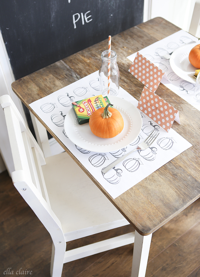 DIY Thanksgiving Tablescapes - Fabulous DIY ideas for your Thanksgiving tables. DIY Place Cards. Easy ideas for kids tables.