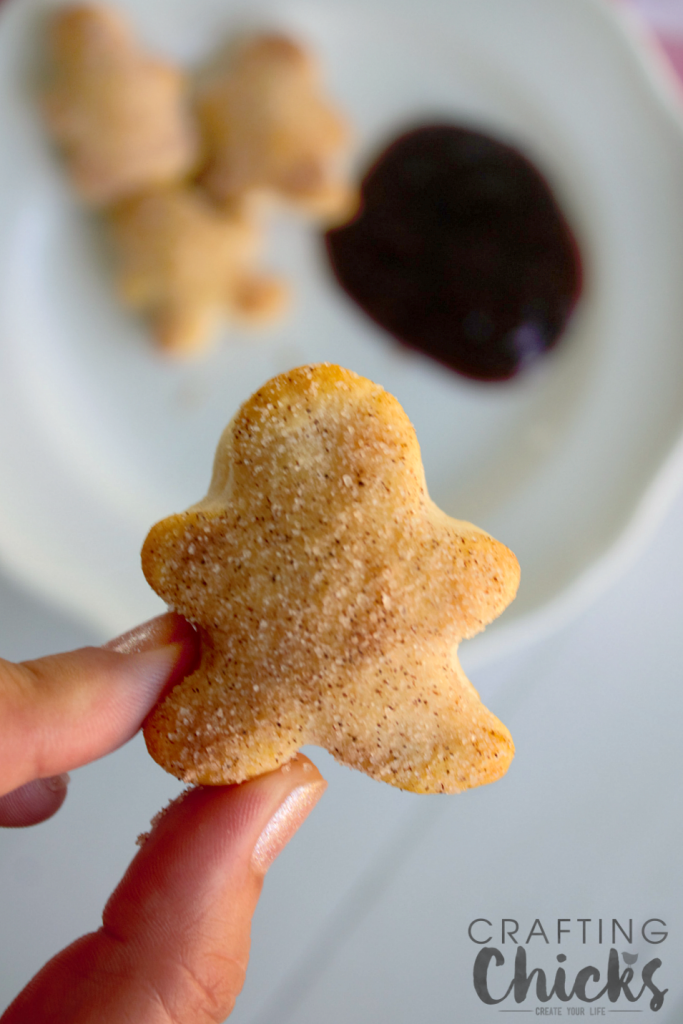 How cute are these Gingerbread Biscuit Bites?! What an easy treat for a holiday breakfast!