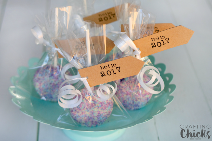 Make these super sparkly Ball Drop Oreo Pops for New Year's Eve!