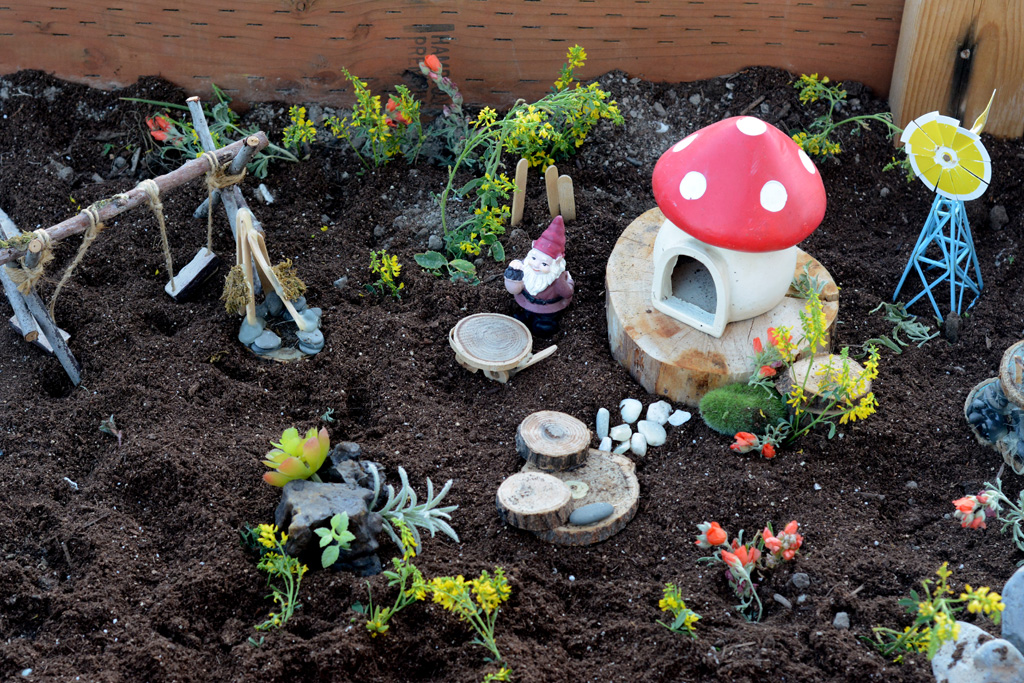 DIY Bug Garden | Kids Crafts and Activities