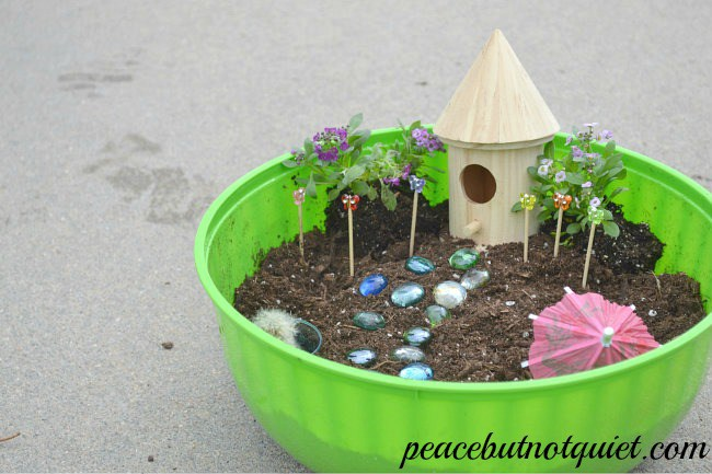 Garden Kids Crafts and Activities | Bug Garden, Elevated Garden Box for Kids, Felt Play Garden, and DIY Terranium.  Fun activities for kids this summer!