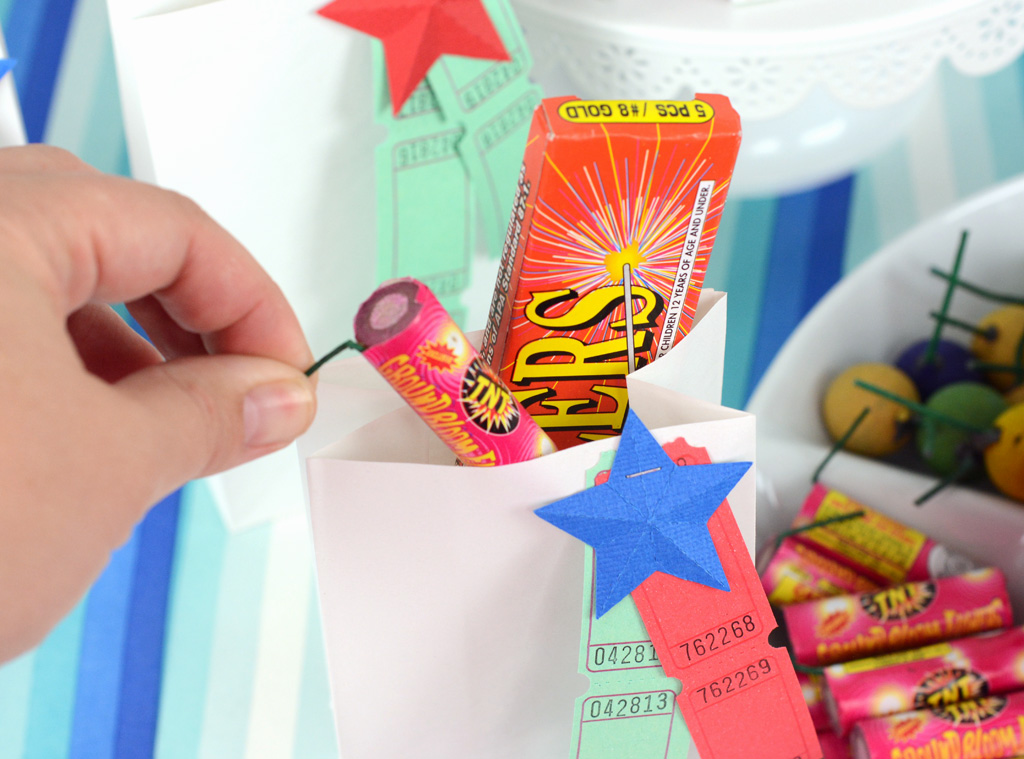 This patriotic firework bar is so simple it can be made last minute. A trip to the store for some fireworks, some serving dishes from home and you're done.