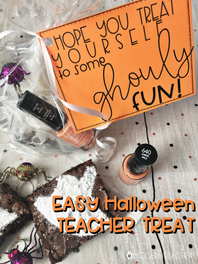Halloween Gift for Teachers | Grab this easy Halloween gift idea for teachers plus snag the free gift tag! Just print the tag, add some goodies, and you are set!