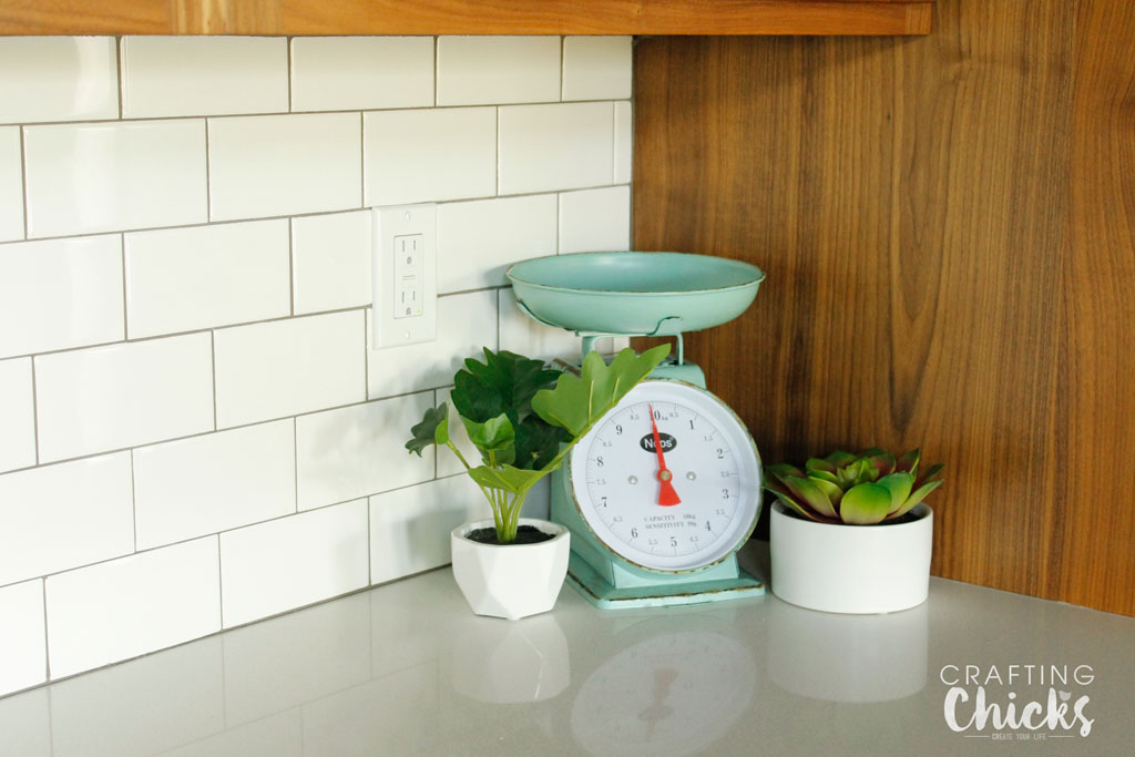 Kitchen Farmhouse Decor. We found some of the best decor pieces that can help your kitchen become a farmhouse dream.