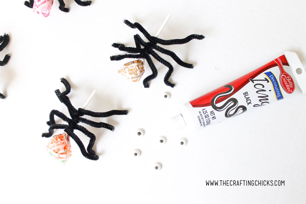 Dum-Dum Spider Suckers a great craft idea for class parties
