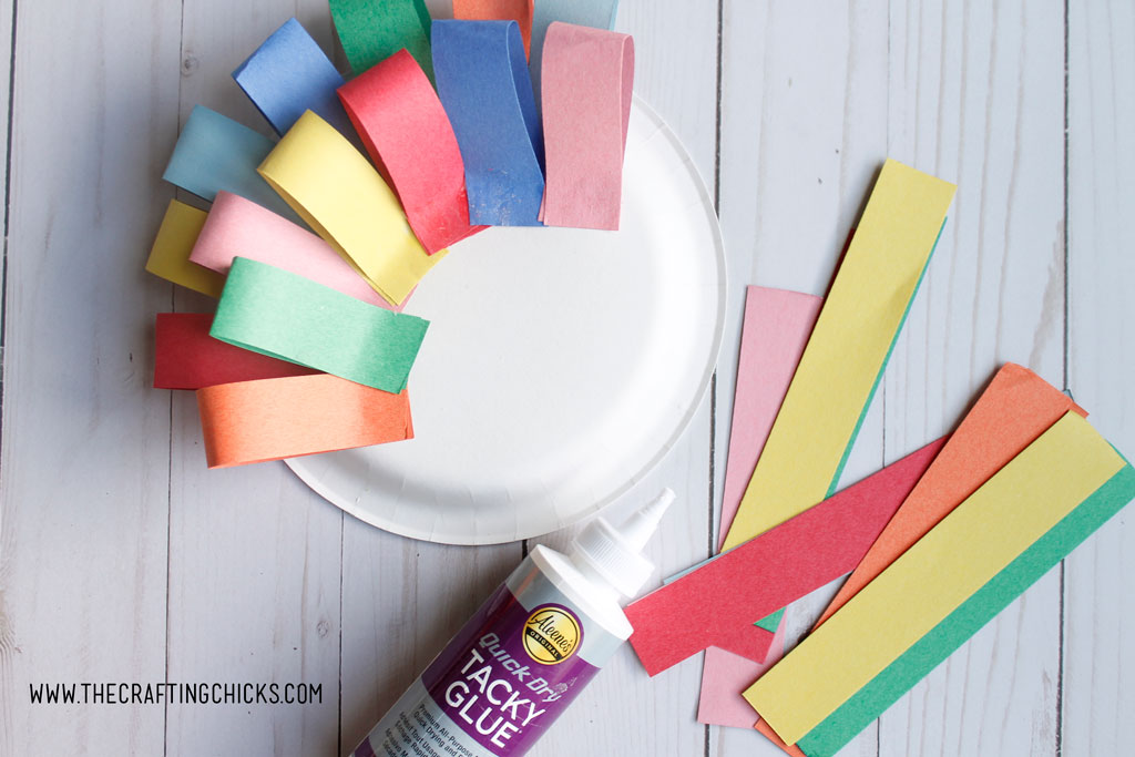 Paper Plate Turkey Craft is a fun craft for preschoolers. #thanksgivingcraftsforkids #paperplatecrafts