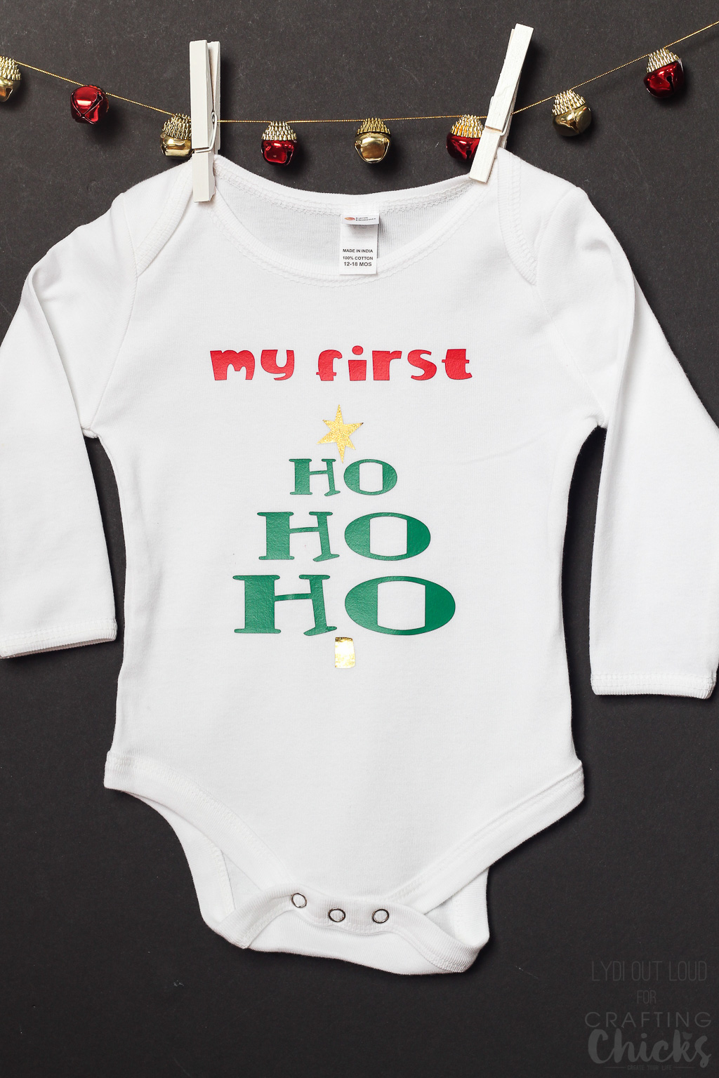DIY Baby's First Christmas iron-on onesie #Christmasgiftideas #BabysFirstChristmas #DIYgiftideas #ironon