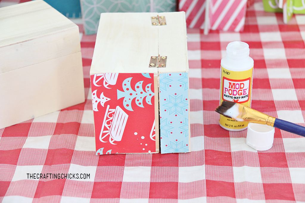 Kids will love putting together this adorable DIY Cookie Exchange Recipe Box. It's so easy and a fun craft for a cookie exchange party.
