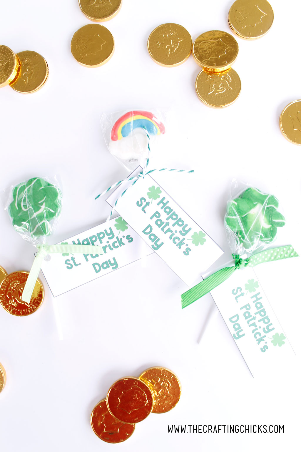 Are you looking for a way to show your friends and family you're lucky to have them this St. Patrick's Day? These adorable St. Patrick's Day Treat Tags are the perfect way. Print them out and add them to any gift.