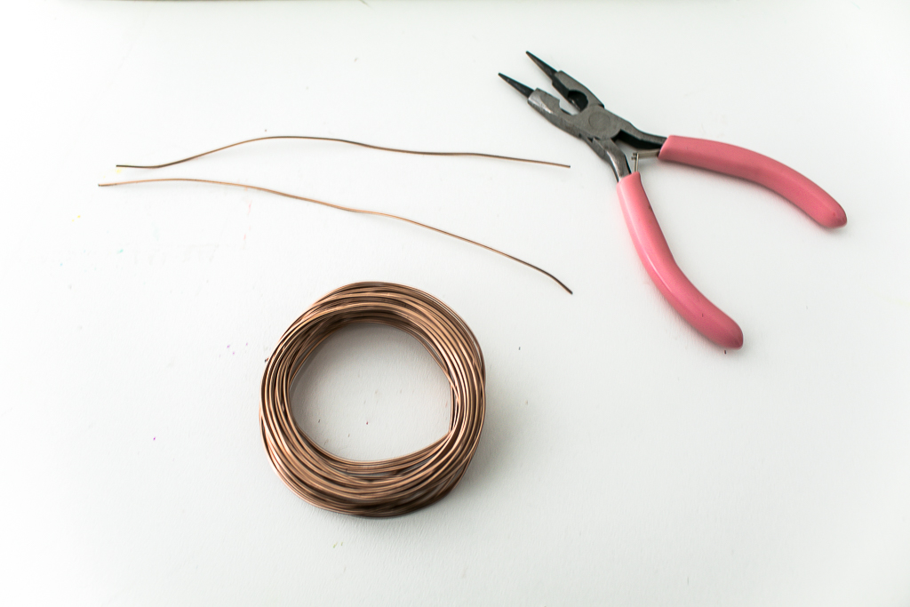 Wire and wire snips for spring wreath