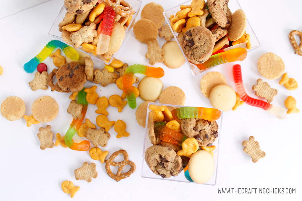 Bookworm Snack Mix is the perfect snack to eat while reading a book. Mix together your favorite sweet and salty treats for this easy mix. #snackmix #snacks #bookwormsnacks