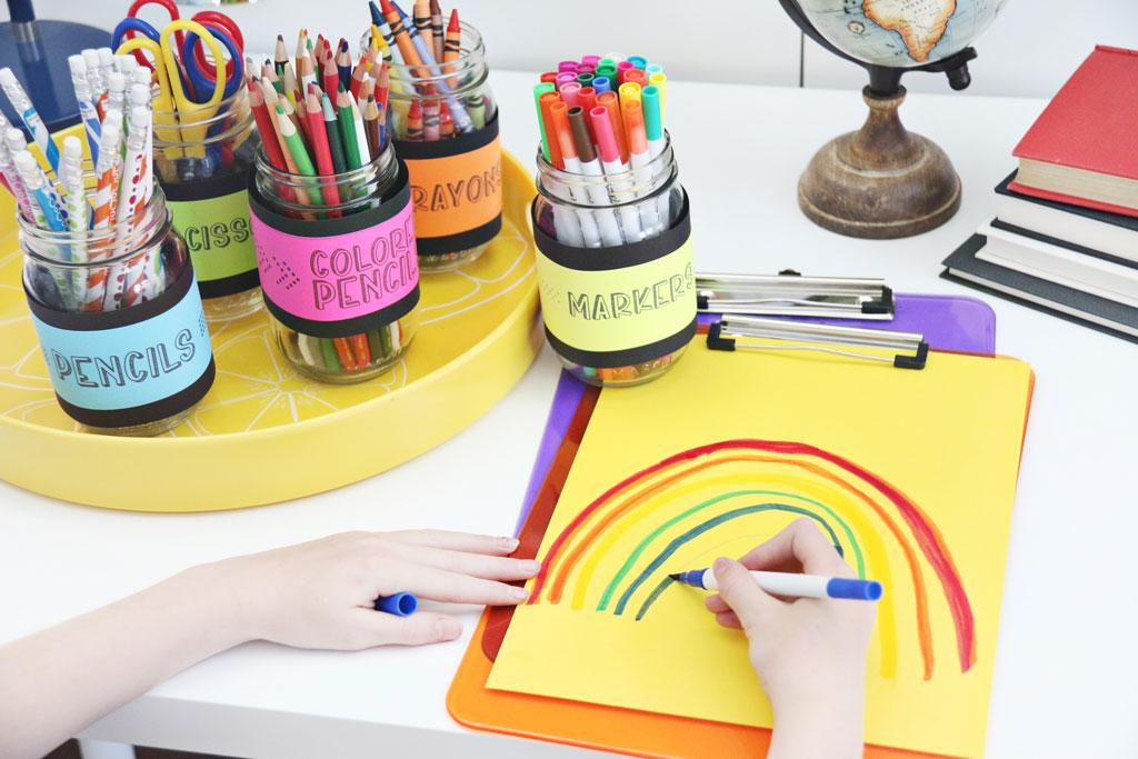 This Colorful Kids Work Station is the perfect way to get your kids into the back to school spirit. Love the fun use of ASTROBRIGHTS® Papers. #homeworkstation #workstationforkids #kidsworkstation