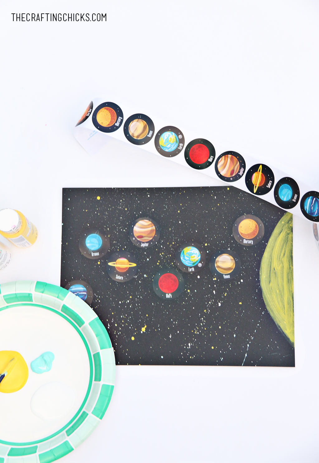Easy Solar System Craft for Kids | This splatter paint solar system craft is easy and you will only need a few supplies to get started. #diy #kids #craft #solar #system #space #activity