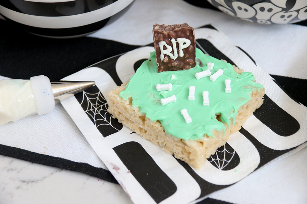 Graveyard cookie on monster cookie decorating station