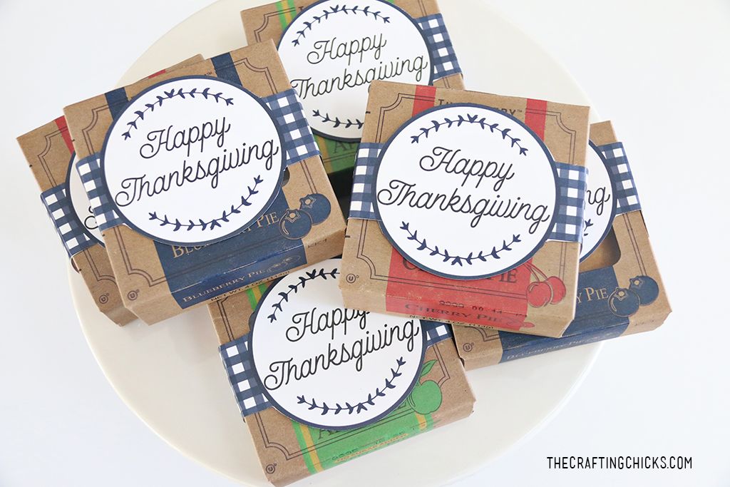 Thanksgiving Mini Pies with Tags for a sweet Thanksgiving treat. Share with family, friends and neighbors or add to festive Thanksgiving Place Settings!