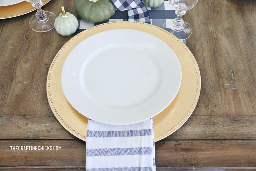 Thanksgiving Place Settings for a family and friends to gather around. Special touches with thanksgiving place cards, and thankful prints.