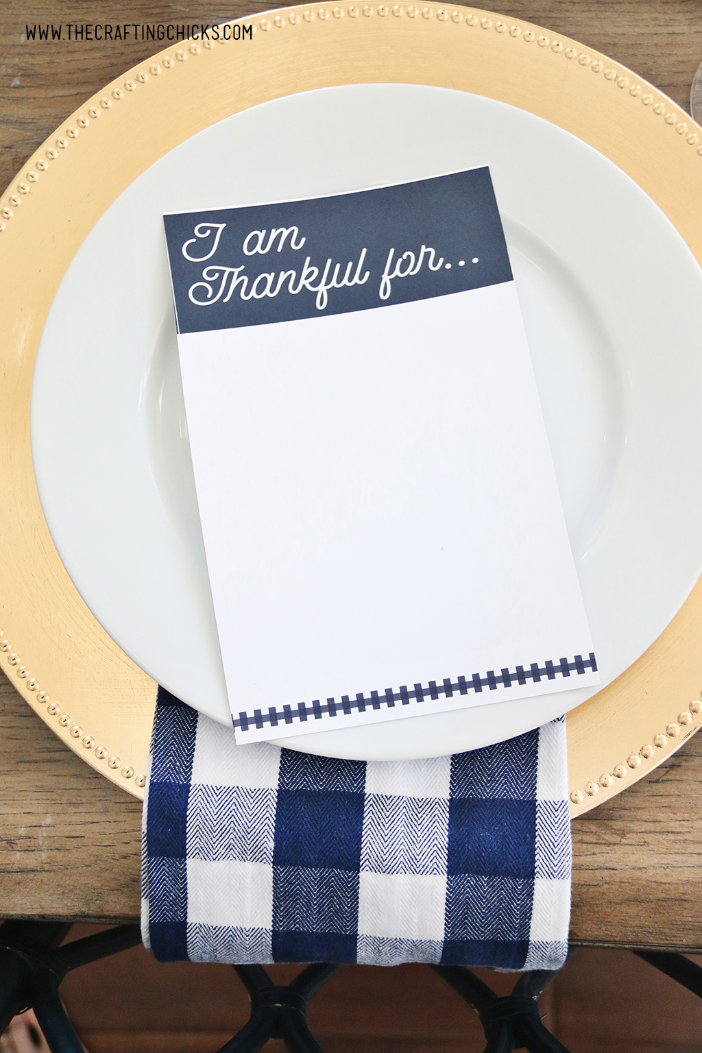 I am Thankful for printable cards on a thanksgiving table.